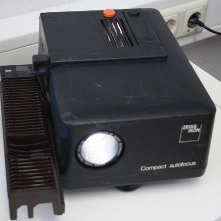 Compact-Autofocus-Zeiss-Ikon-Dia-Projektor-startet-TOP-331177412325