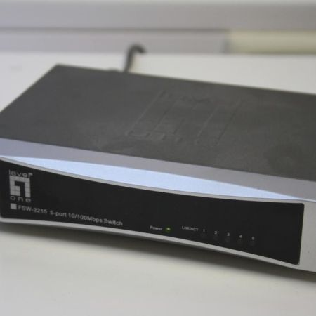 Level-One-FSW-2215-Desktop-Switch-10100Mbps-5-Port-230968505133