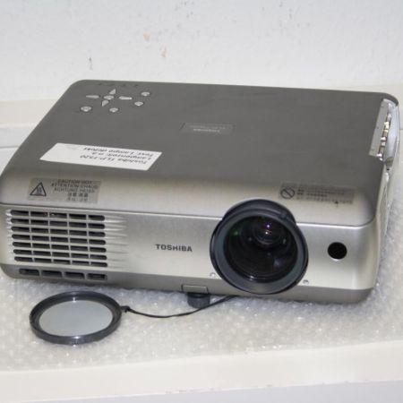 Toshiba-TLP-T520-Beamer-Projektor-Ohne-Lampe-331248732762